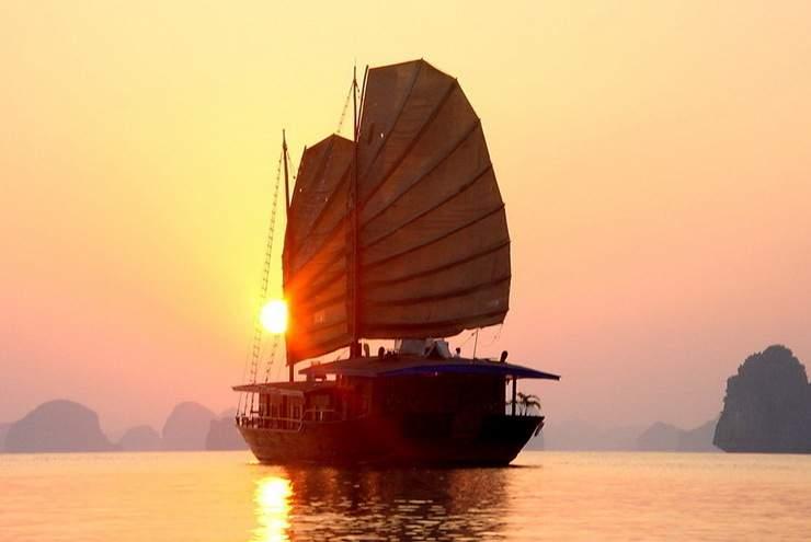Бухта Халонг, Ханой, Вьетнам