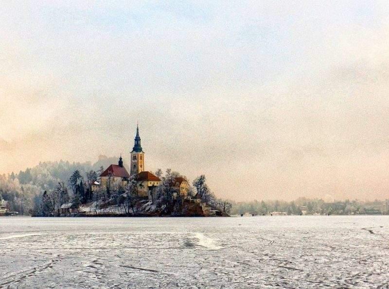 Зимний пейзаж озера Блед