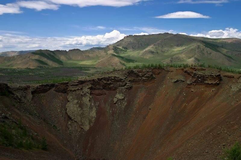 вид на кратер вулкана Хорго