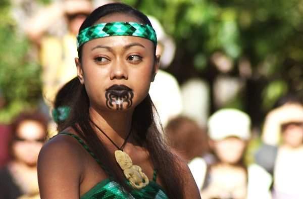фото девушки маори