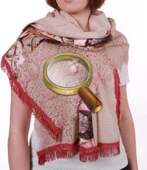 Легкий шарфик полезен на отдыхе во многих случаях