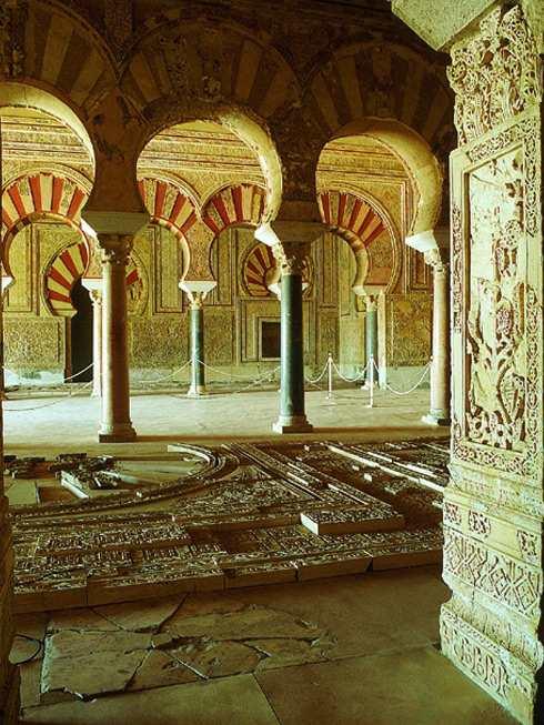 дворцовый город Медина Ас-Сахара изнутри