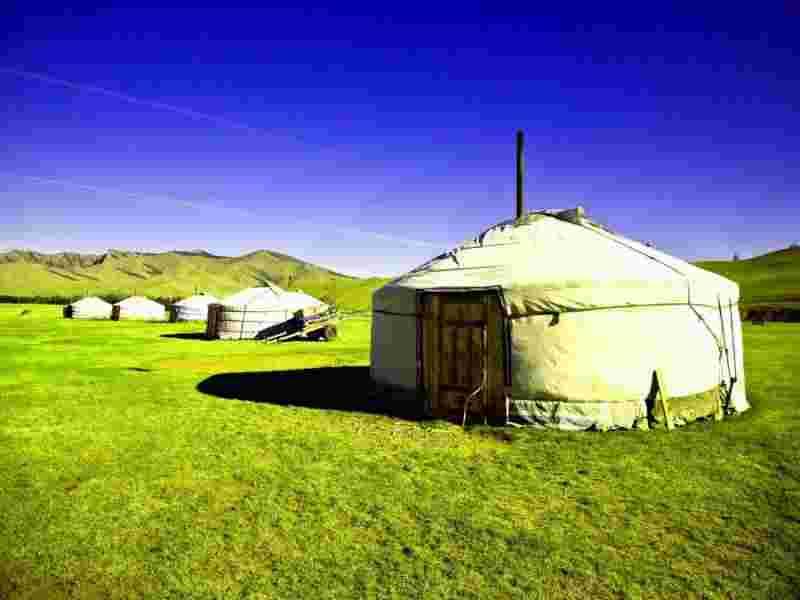 Юрты в Дархане Монголия фото
