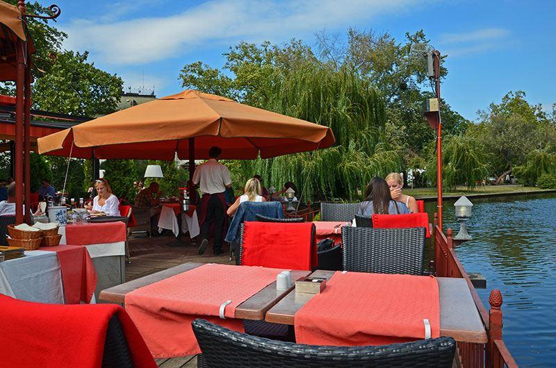 Где поесть в Будапеште: Robinson Etterem