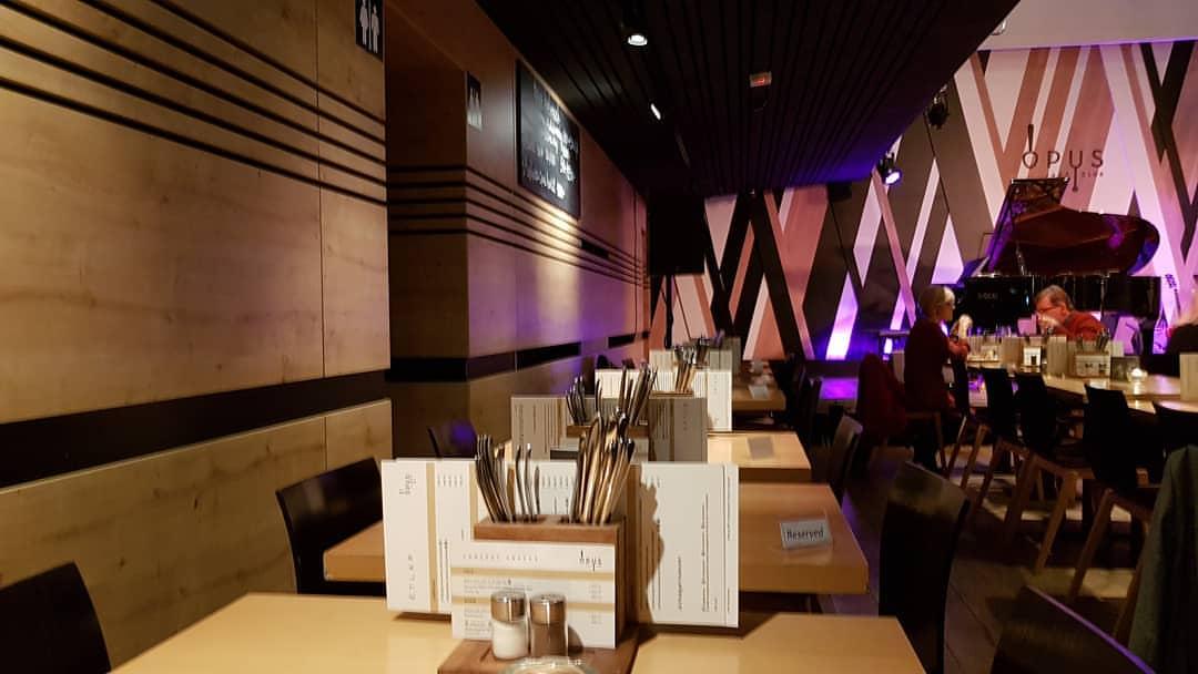 Где вкусно и недорого поесть в Будапеште: Opus Jazz Club