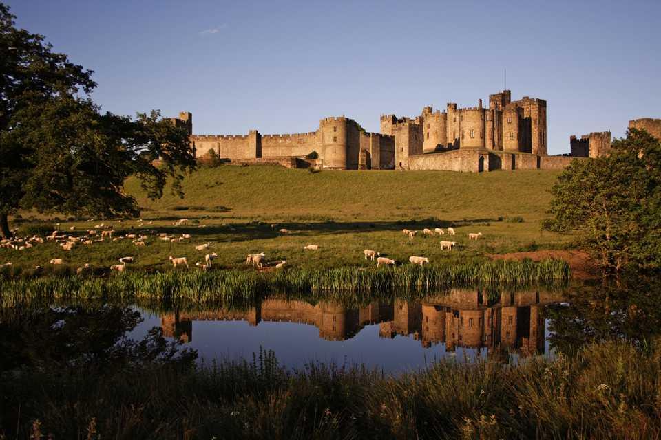 Из Эдинбурга Святой остров замок Алнвик и Нортумбрия