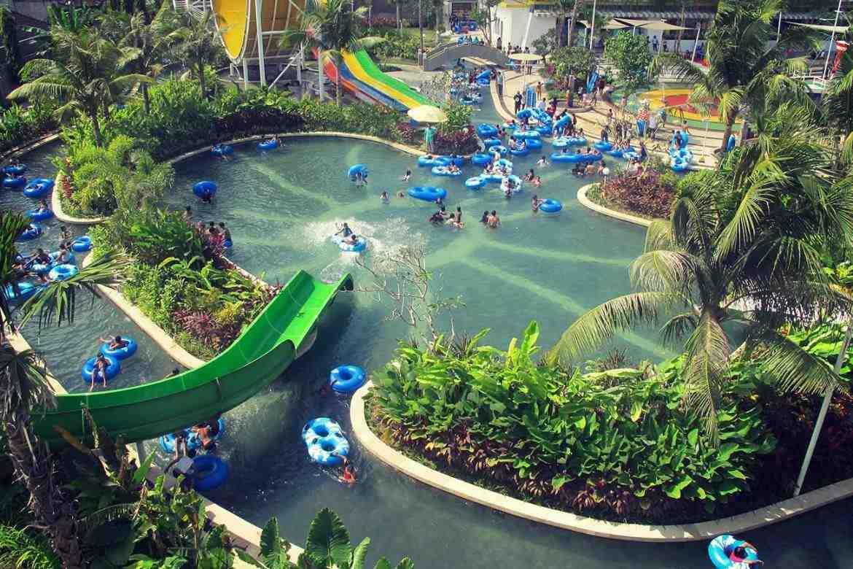Огромный аквапарк