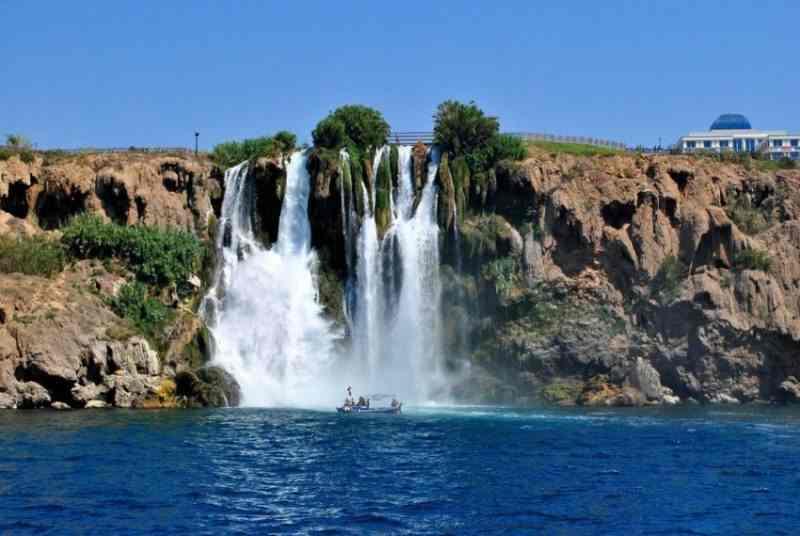 Вид с моря на водопад Нижний Дюден