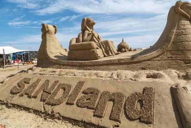 В музей песчаных скульптур «Sandland» в Анталии