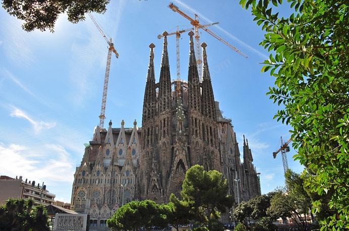 Саграда Фамилия в Барселоне фото