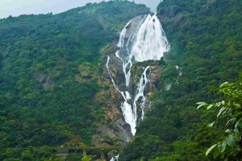 Водопад Дудхсагар ГОА