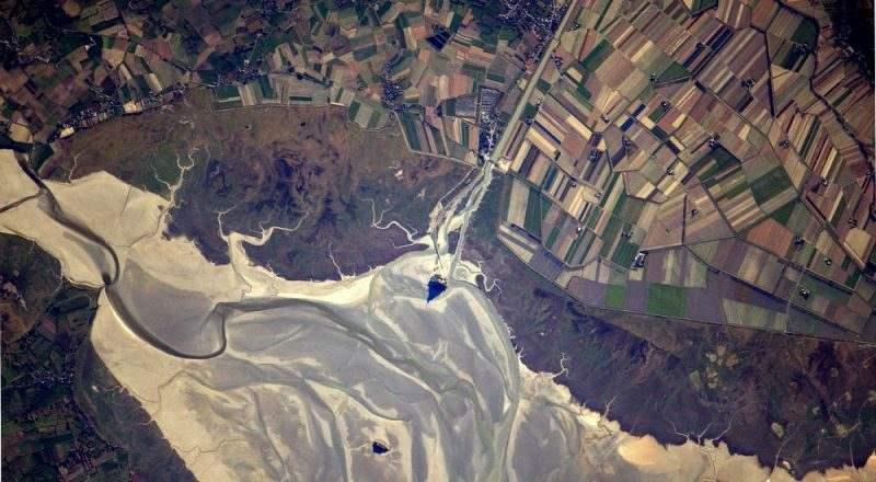 Вид на залив Мон-Сен-Мишель с борта МКС, фото астронавта Томаса Песке