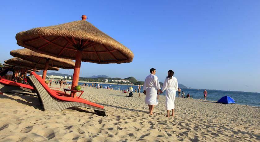 белые халаты отеля пляж фото