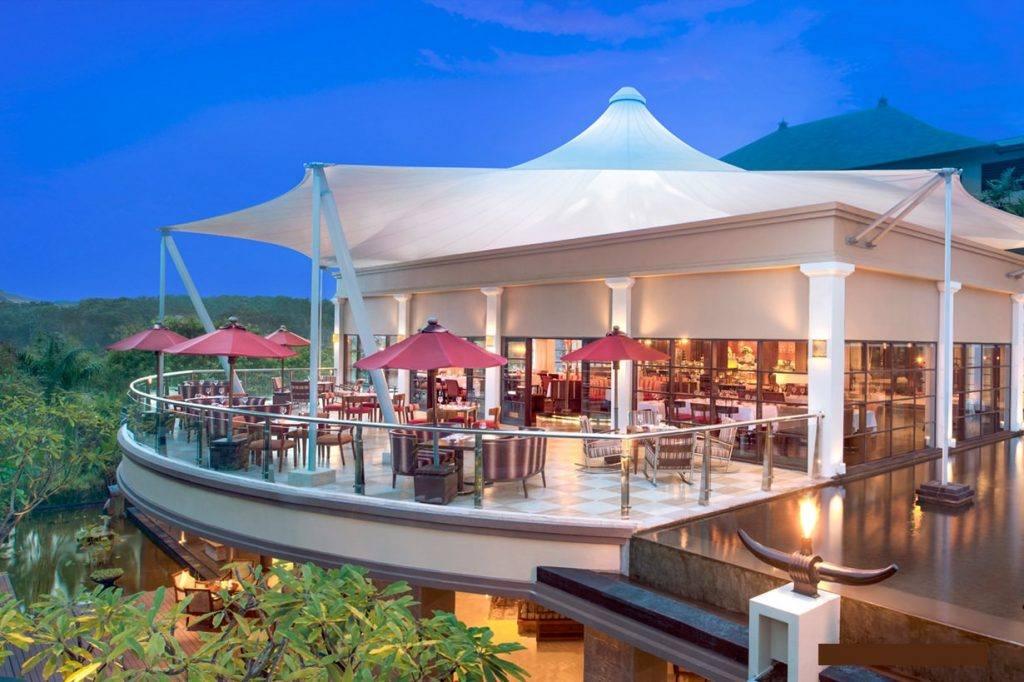Прекрасный вид с ресторана в Нуса-Дуа
